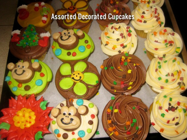 assorted_decorated_cupcakes